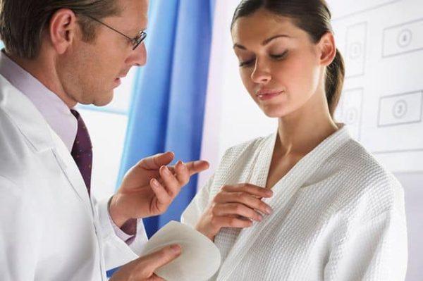 готовиться к операции по пластике груди
